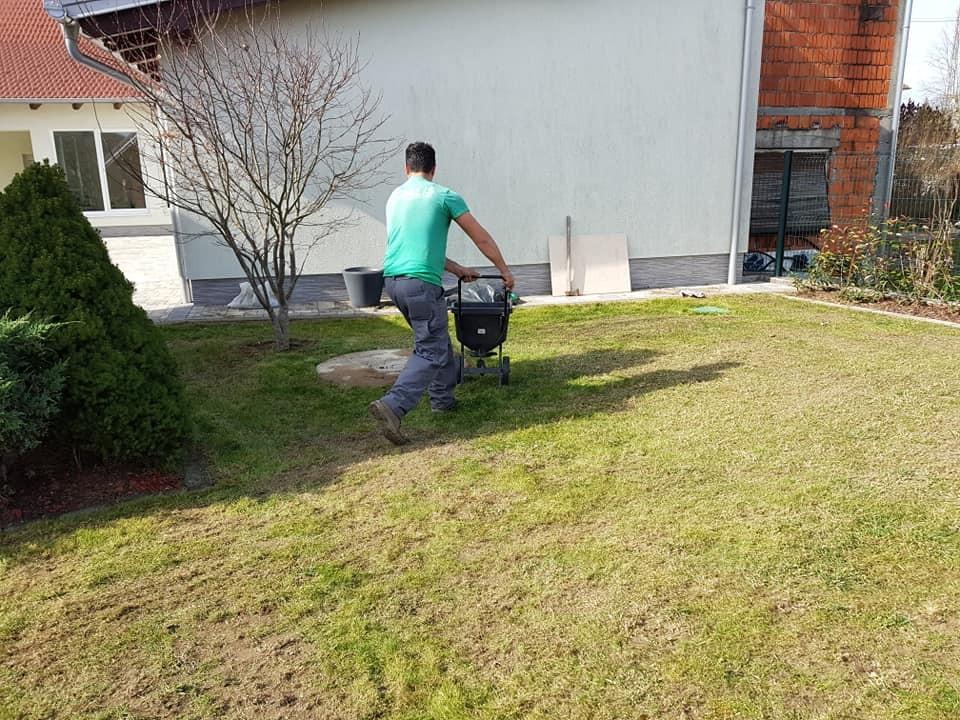Prozračivanje i košnja travnjaka, prihrana i nadosijavanje