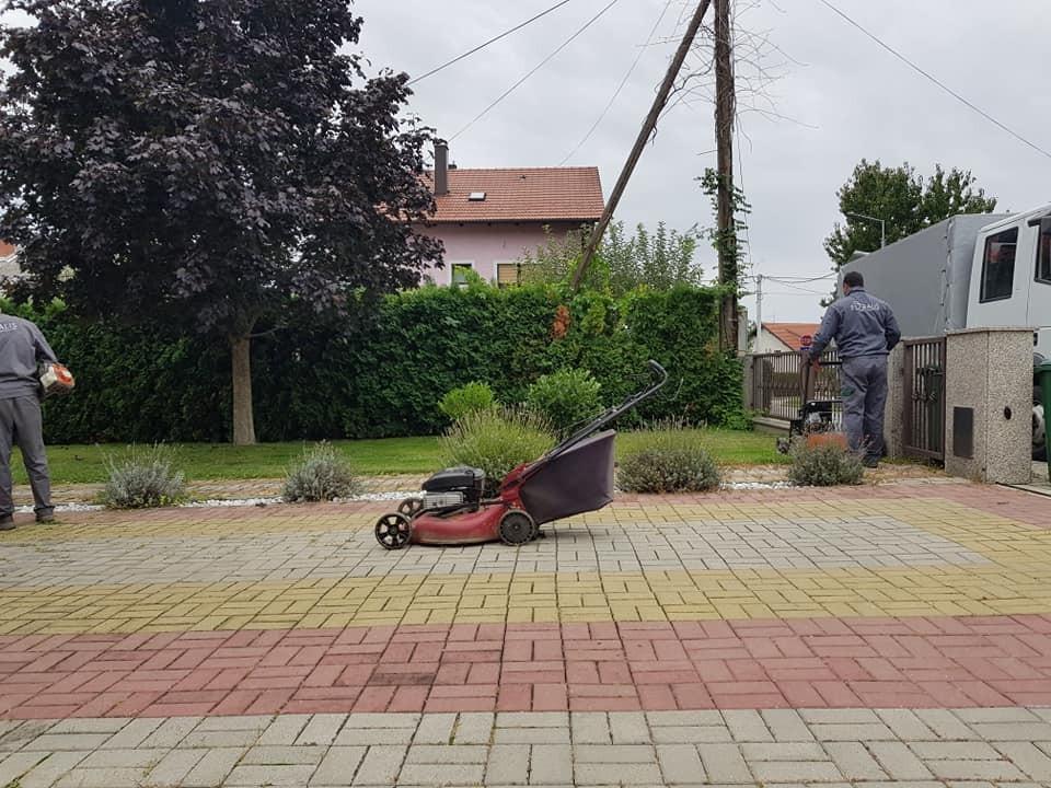 Sezona strojnog prozračivanja travnjaka, prihrane i jesenskog uređenja vrtova