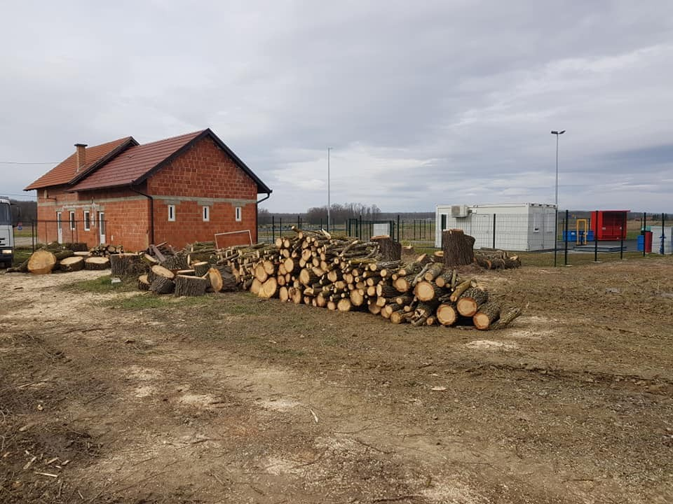 Uklanjanje potencijalno opasnih stabala uz dva objekta i zbrinjavanje biootpada