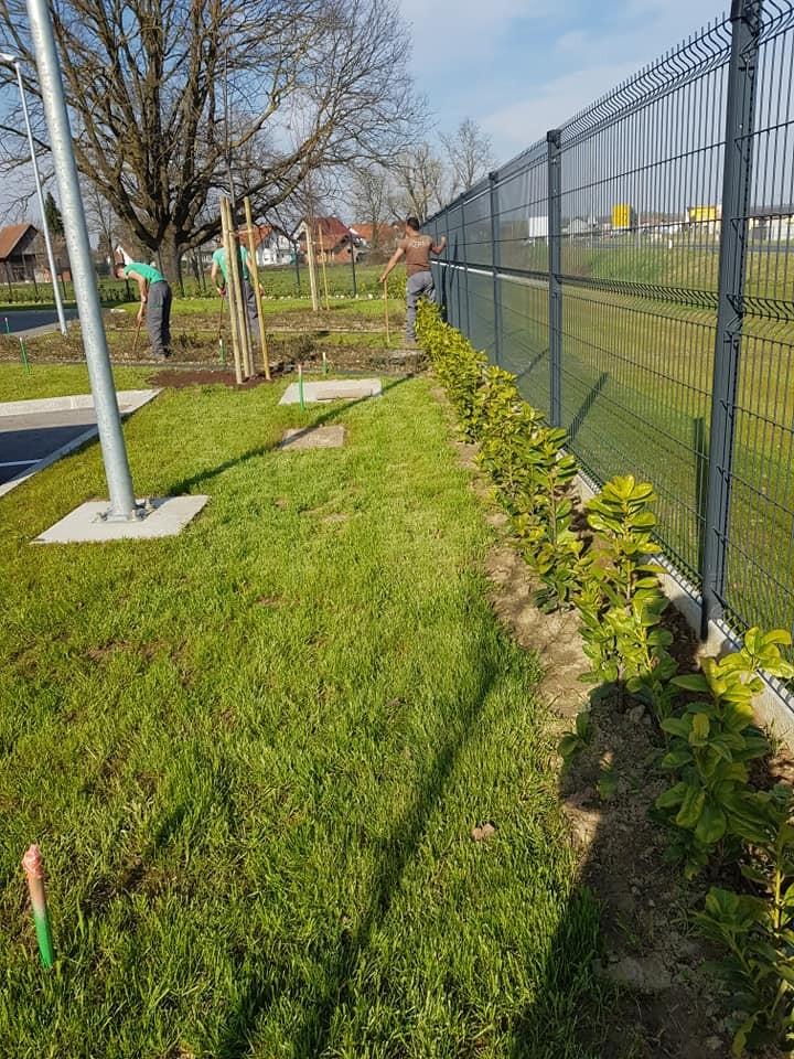 Uređenje i održavanje prekrasnog okoliša novoizgrađenog poslovnog kompleksa