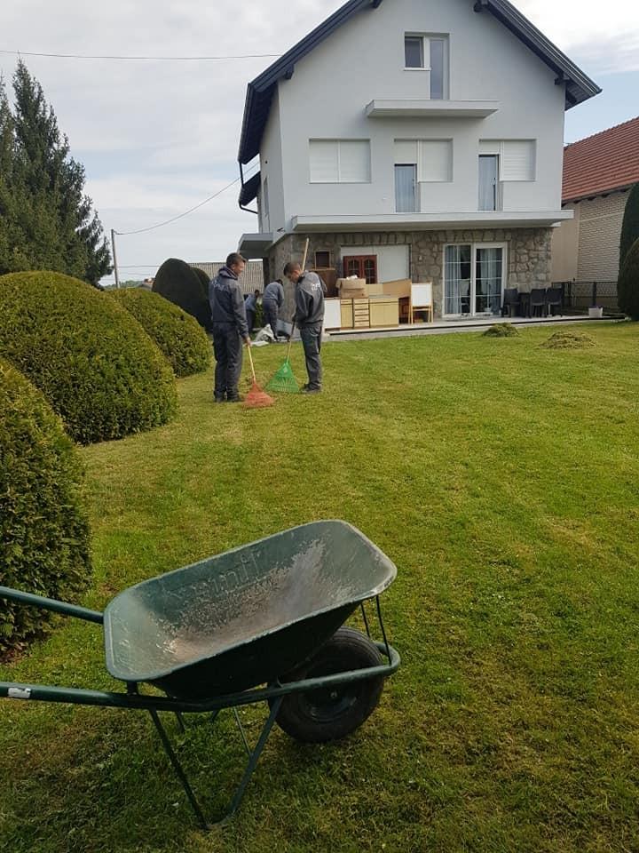 Postavljanje vrtnih rubnjaka - jasne granice između travnjaka i kamena uz kuću