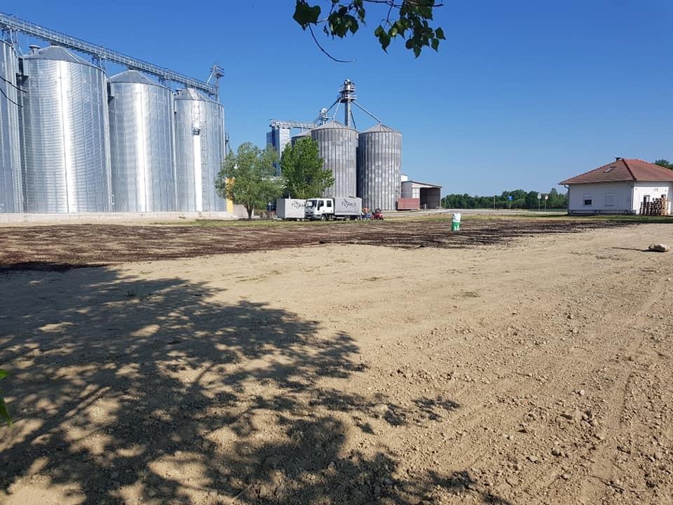 Sijanje travnjaka oko novoizgrađenih silosa