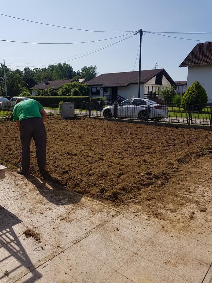 Dovoz, planiranje zemlje, frezanje i sijanje travnjaka