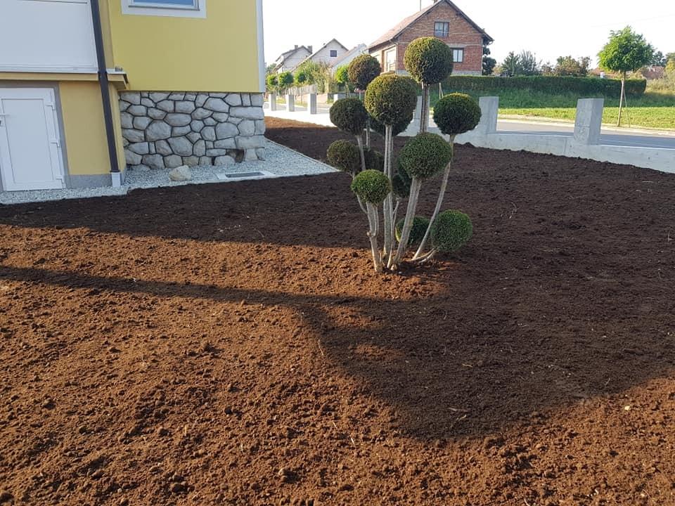 Uređenje i planiranje zemljišta, sjetva travnjaka i postavljanje batude uz kuću i ogradu