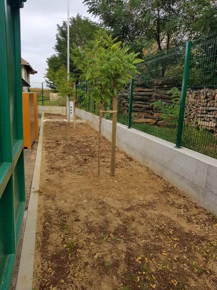 Sadnja stabala i sijanje travnjaka u novoizgrađenom reciklažnom dvorištu