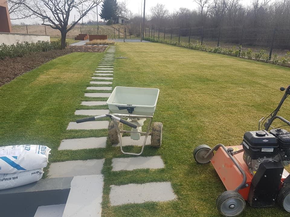 Prozračivanje, prihrana i topdressing travnjaka