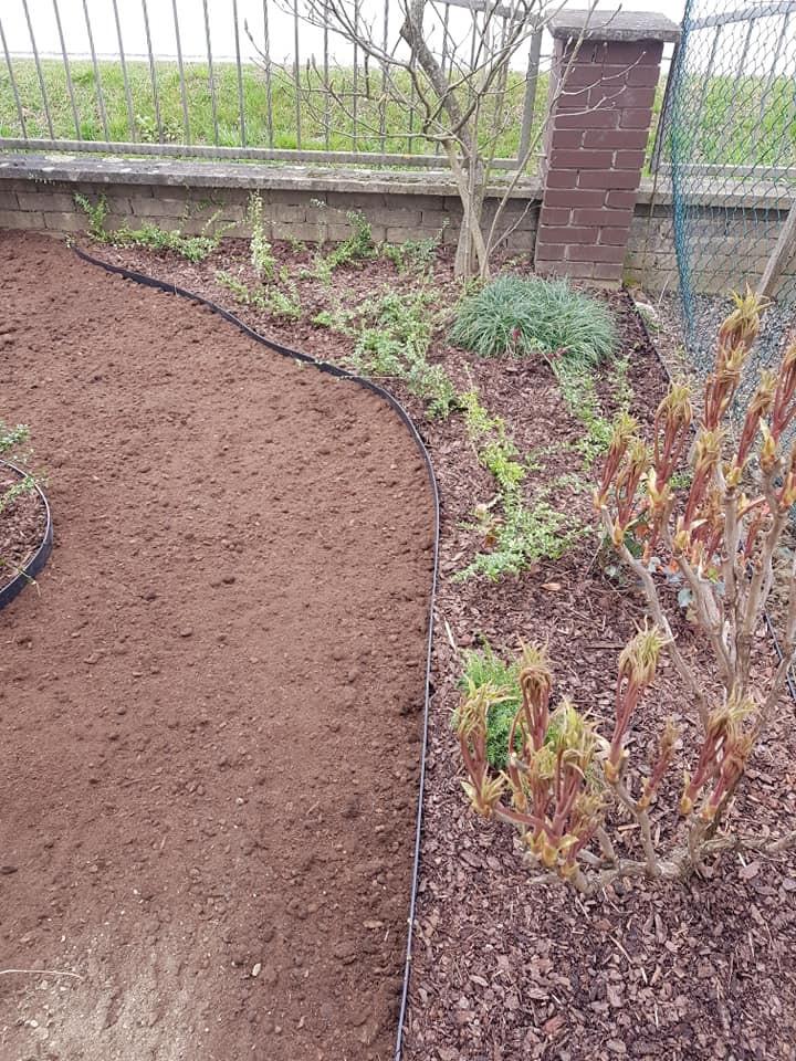 Uređenje prednjeg dijela okućnice i sijanje travnjaka