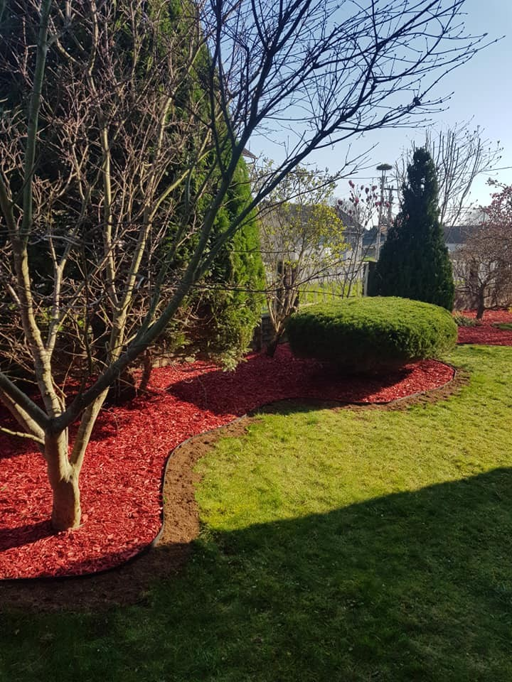 Orezivanje grmova, postavljanje vrtnih rubnjaka i uređenje gredica ukrasnom korom