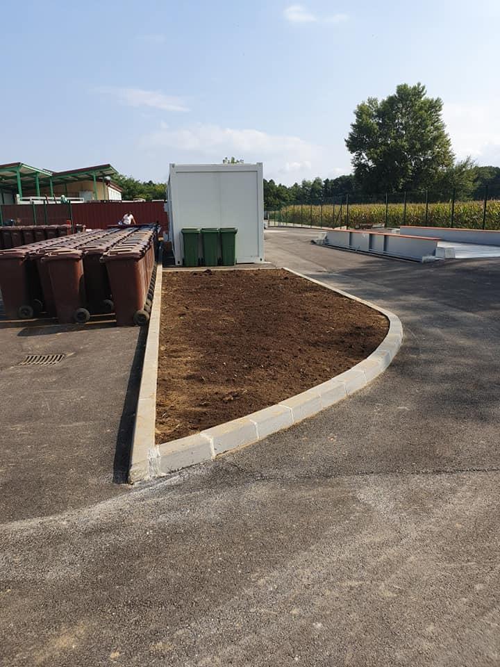 Sadnja stabala i uređenje travnjaka oko reciklažnog dvorišta